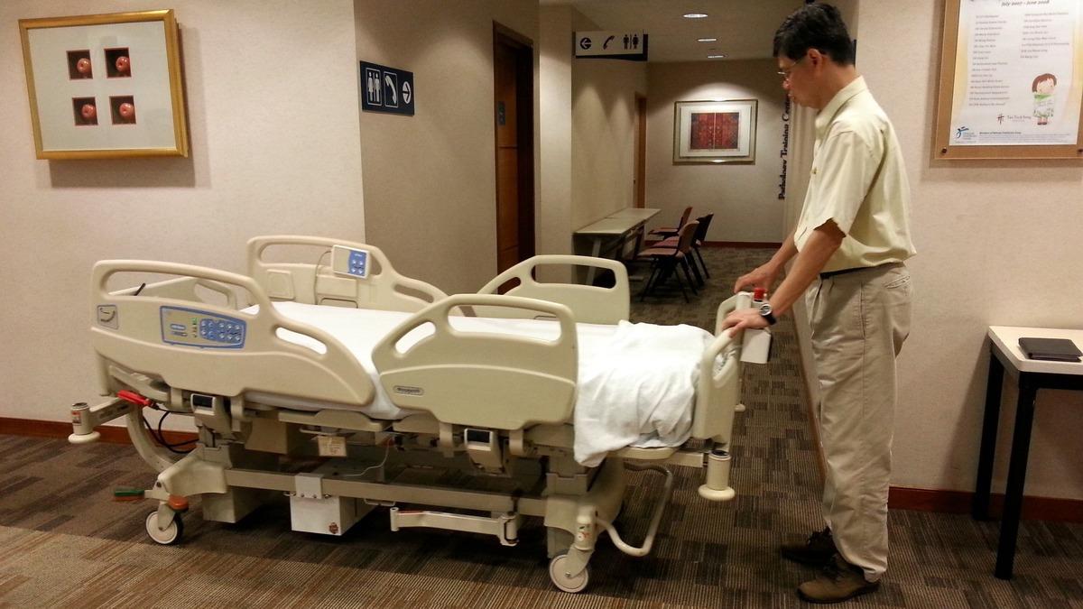 Работа для робота: Медсестра и сиделка