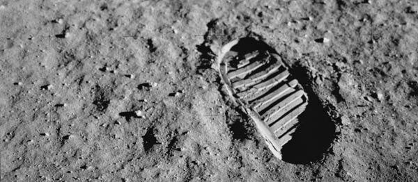 Следы на Луне