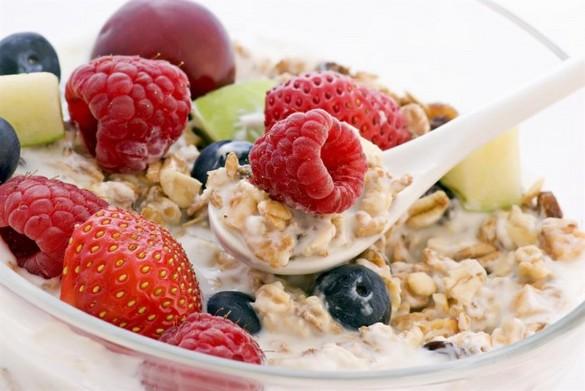 Фрукты, овощи и соки на завтрак